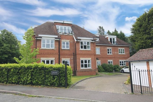 Thumbnail 2 bedroom flat for sale in The Avenue, Tadworth