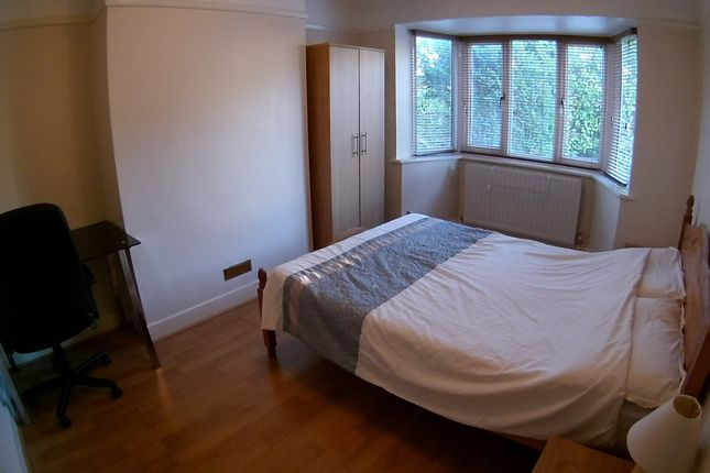 Semi-detached house to rent in Beckingham Road, Guildford
