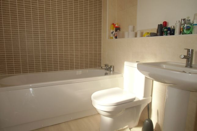 Ensuite of Wolsey Island Way, Leicester LE4