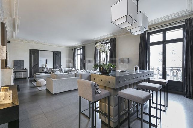Thumbnail Apartment for sale in Neuilly Sur Seine, Neuilly Sur Seine, France