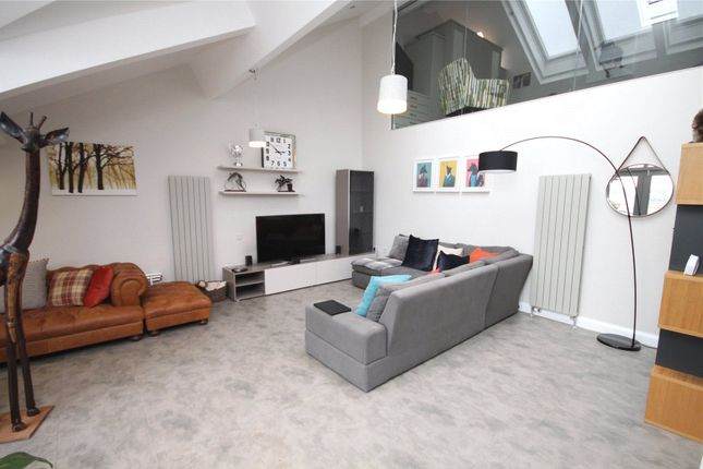 2 Bed Flat To Rent In Middle Warehouse Castle Quay