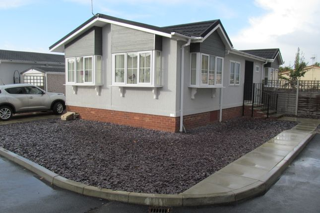 Thumbnail Mobile/park home for sale in Bramble Close, Oaktree Park (Ref 5752), Norwich Road, Attleborough, Norfolk