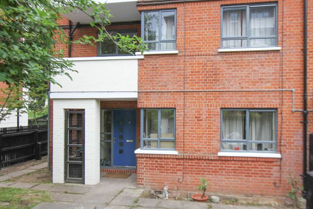 Thumbnail Property to rent in Brecknock Road, Tufnell Park, London