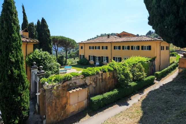 30 bed town house for sale in Via Misigliano, 55041 Orbicciano Lu, Italy