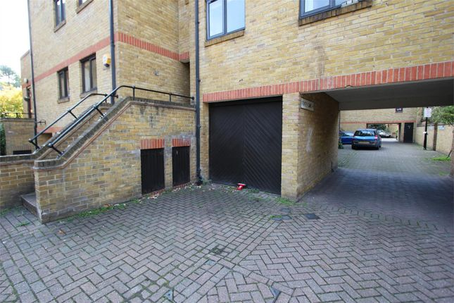 Parking/garage to rent in Garage And Parking Space, Fowey Close, Wapping