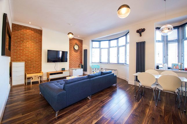 Thumbnail Flat for sale in C Earlham Grove, London