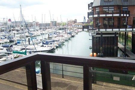 2 bedroom flat to rent in Channel Way, Ocean Village, Southampton