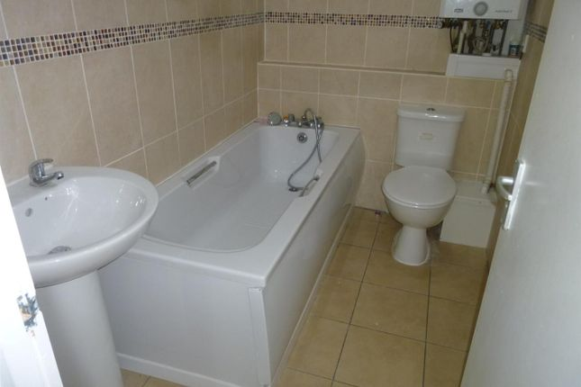 Thumbnail Flat to rent in Holton Road, Barry