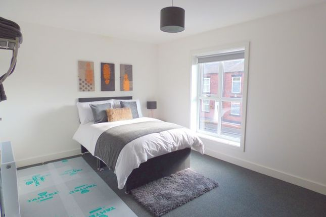 Thumbnail Property to rent in Hyde Road, Denton, Manchester