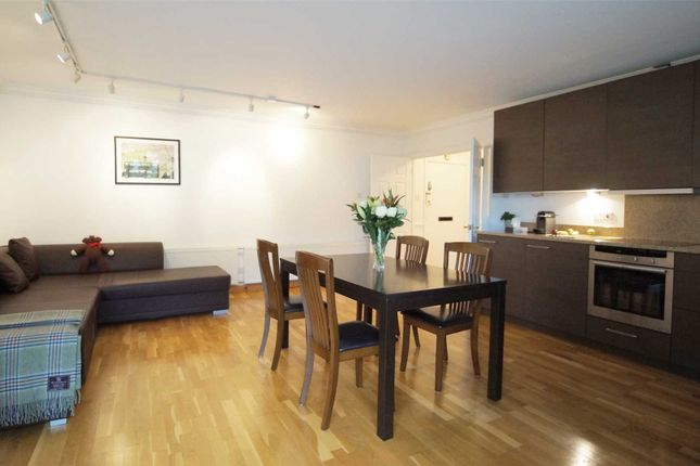 2 bed flat to rent in The Quadrangle, London