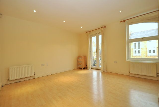Thumbnail Terraced house to rent in Sternhall Lane, London