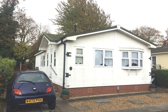 Thumbnail Mobile/park home for sale in Hillcrest Park, Wilbury Hills Road, Letchworth Garden City