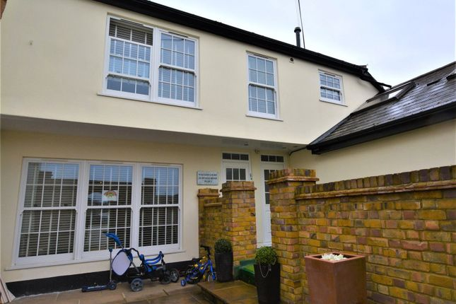 Thumbnail Flat to rent in Vale Road, Bushey, Hertfordshire