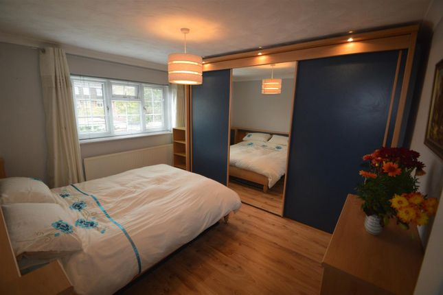 Thumbnail Property to rent in Warren Road, London