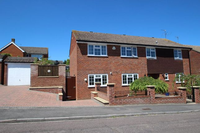 Thumbnail Detached house for sale in Gorselands, Tadley