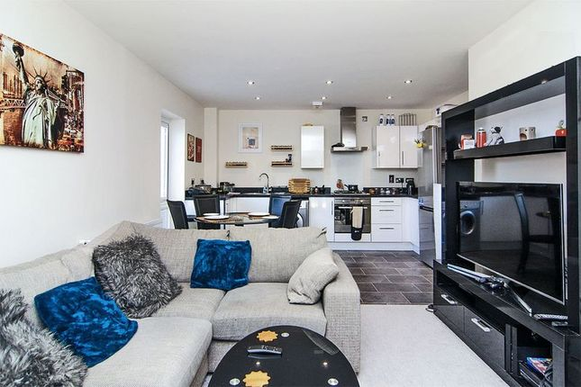 Thumbnail Flat for sale in Lindon Close, Brownhills, Walsall