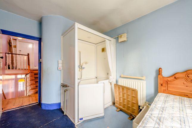 8405032-Interior09