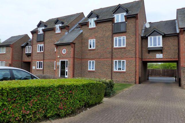 2 bed flat to rent in Douglas Road, Tonbridge