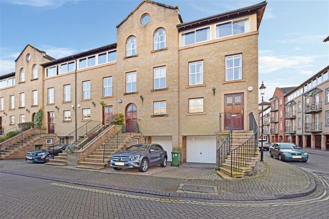 Thumbnail Town house for sale in Andes Close, Southampton