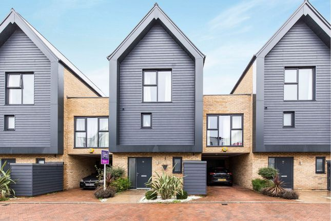 Thumbnail Town house for sale in St. Clements Avenue, Romford