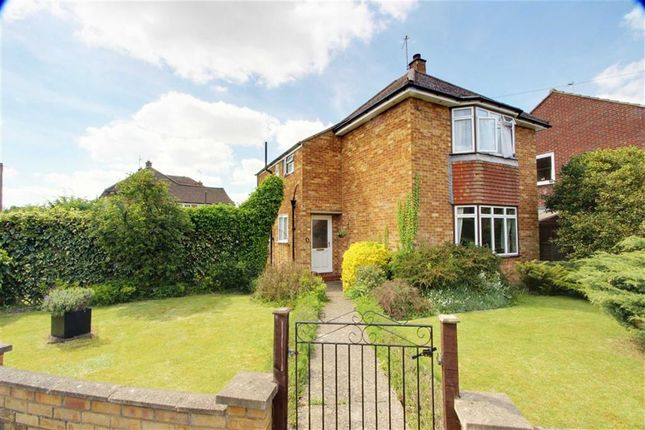 Thumbnail Detached house for sale in Manor Crescent, Wendover, Aylesbury