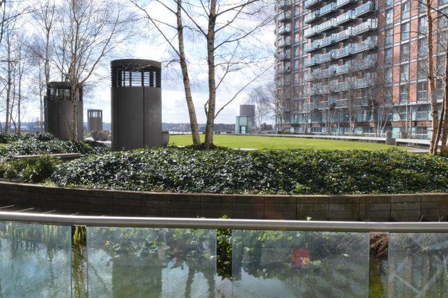 2 bed flat to rent in New Providence Wharf, 1 Fairmount Avenue, Blackwall Way, Canary Wharf, London