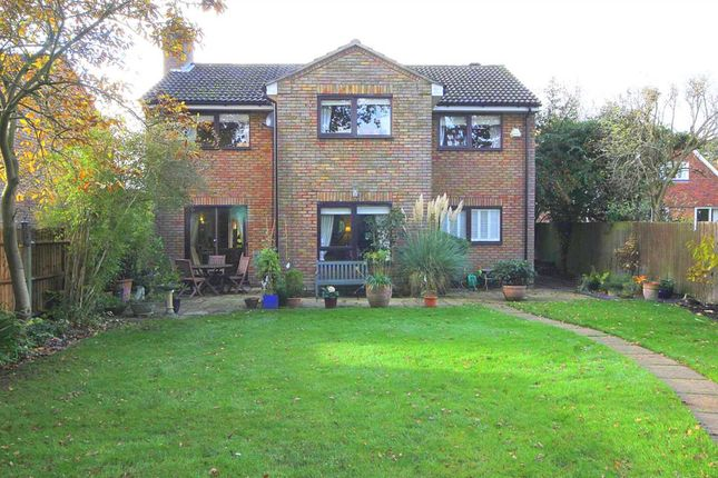 Thumbnail Detached house for sale in Linden Glade, Hemel Hempstead
