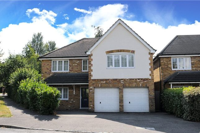 5 bedroom detached house for sale in Fincham End Drive, Crowthorne, Berkshire