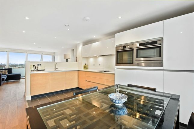 3 bed flat to rent in Landmann Point, 6 Pear Tree Way, North Greenwich, London