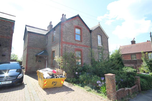 2 bed semi-detached house to rent in Station Approach, Heathfield TN21