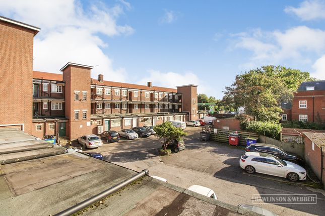 2 bed flat to rent in Hampton Court Parade, East Molesey KT8