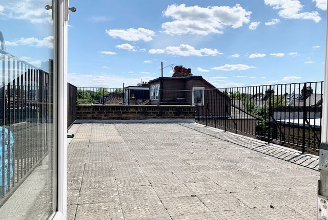 Thumbnail Flat to rent in Kingston Road, Raynes Park, London