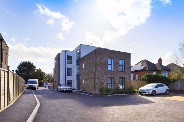 2 bed flat to rent in Cheltenham Road, Longlevens, Gloucester GL2