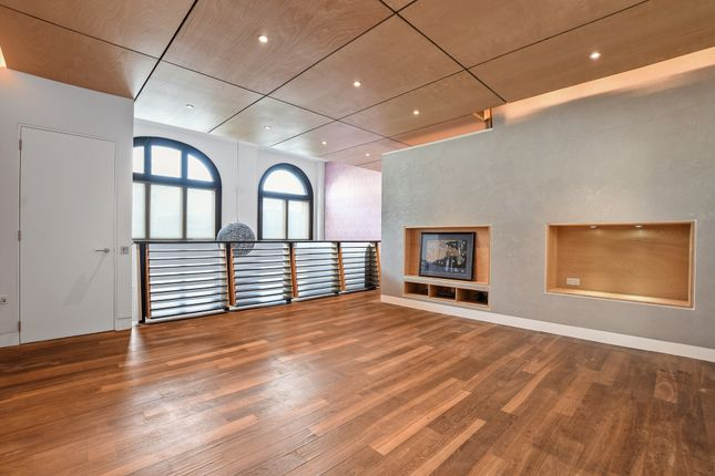 Thumbnail Maisonette to rent in Archway Road, Highgate