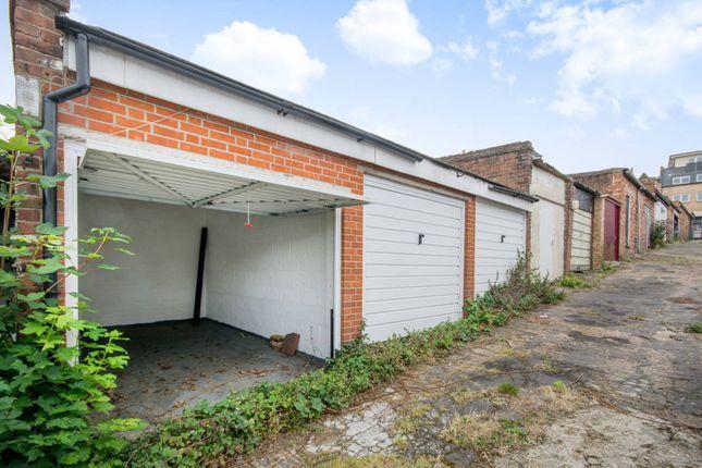 Parking/garage to rent in Lavender Hill, Clapham Junction