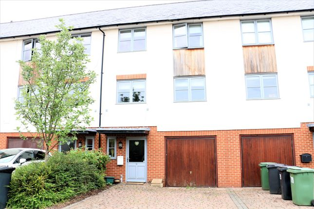 Thumbnail Town house to rent in Northbrook Crescent, Basingstoke