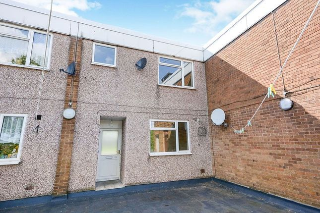 2 bedroom flat to rent in A Shopping Centre Cuttholme Way, Chesterfield