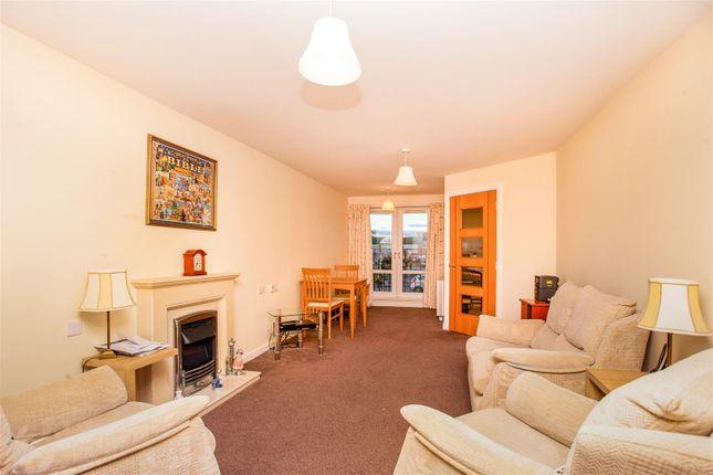 Thumbnail Flat for sale in Hilltree Court, 96 Fenwick Road, Giffnock