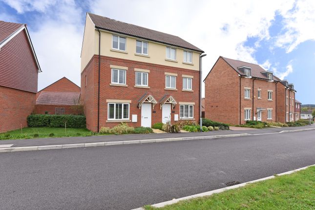 Thumbnail Town house to rent in Falcon Way, Bracknell