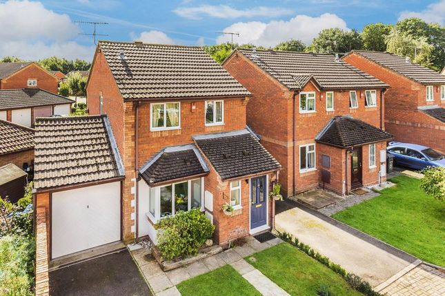 Thumbnail Detached house for sale in Weywood Close, Farnham