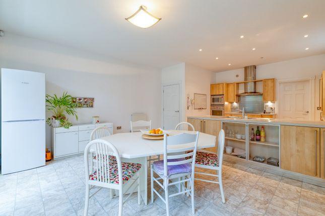 Dining Area of Shaftesbury Drive, Fairfield, Hitchin SG5