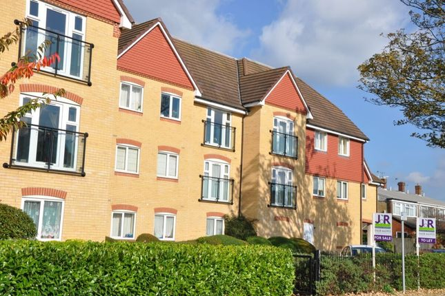 2 bed flat for sale in Bower Way, Slough SL1