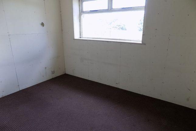 Bedroom of Glenlee Road, Bradford BD7