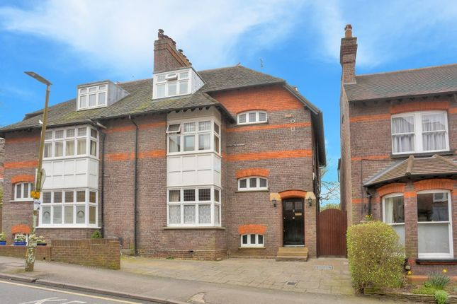 Thumbnail Property to rent in Vaughan Road, Harpenden, Hertfordshire