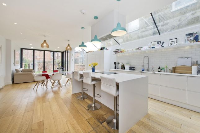 Thumbnail Property to rent in Highlever Road, London