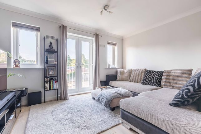 Thumbnail Flat to rent in Wolf Lane, Windsor