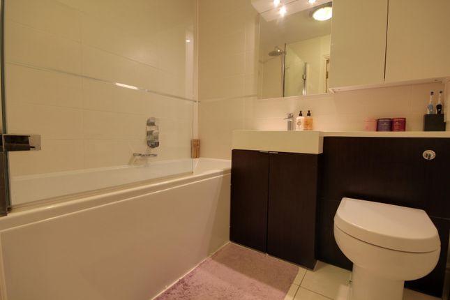 Bathroom of Avenue Heights, Basingstoke Road, Reading RG2