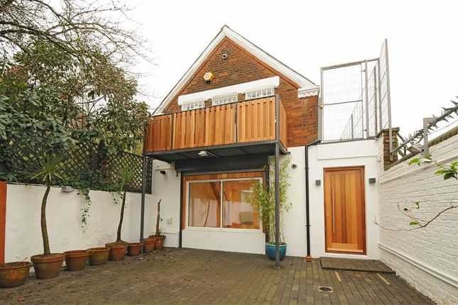 3 bed property to rent in Dunster Gardens, London