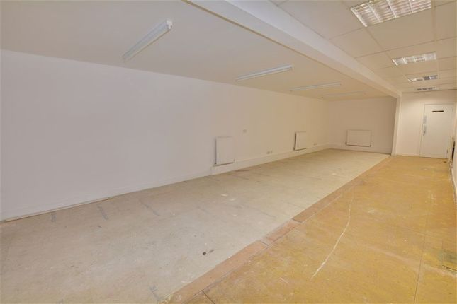 Thumbnail Property to rent in Berking Avenue, Leeds