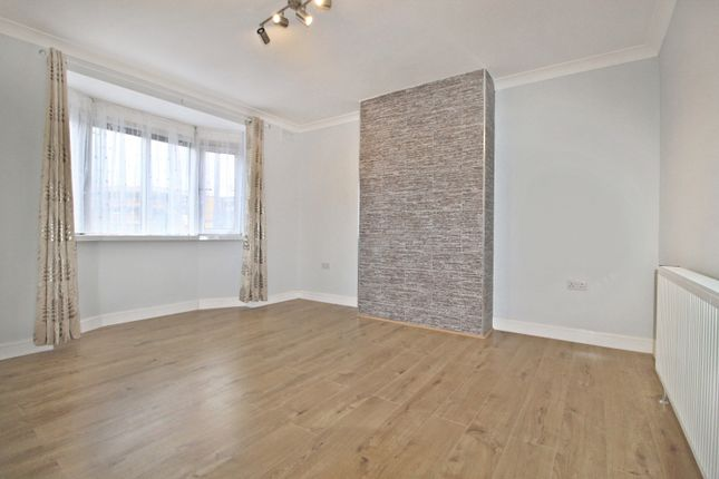 Flat to rent in Headstone Gardens, Harrow